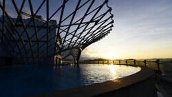 富裔河岸第一排   仿生建築的空中私人溫泉會所