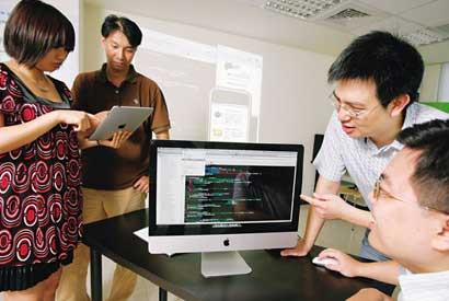 ▲開發iPad、iPhone程式人才,須熟悉蘋果電腦系統;過去這是冷門領域,現在卻炙手可熱。