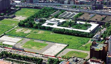 ▲占地18公頃的松山菸廠,除保留8公頃做文化園區,其餘將蓋大巨蛋主體及4棟商業大樓。