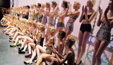 ▲展望未來,時尚精品將持續傳遞浪漫夢想的樂觀,卻非先驅性的大開大闔。