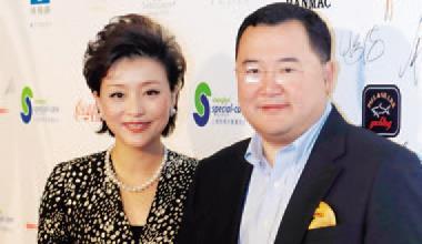 ▲吳徵(右)和妻子楊瀾(左)的陽光媒體集團,投資20多 家中國媒體公司,觀眾逾2億,現在更直闖好萊塢。