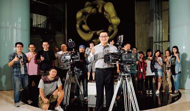 兩岸文創商機誘人,繼王雪紅大手筆打造TVBS自製劇,搶進兩岸戲劇市場後,郭台強也不甘示弱買下大川大立,由電影跨足電視領域,與王雪紅一較高下。