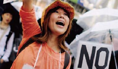 過10 萬日本人上街頭要求「即刻」廢核,但20 年的長期抗戰應是更合理的選擇。