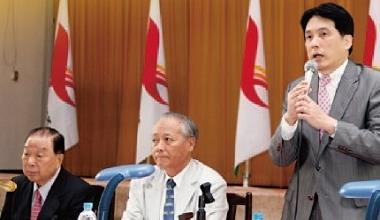 ▲統一集團名譽總裁高清愿(左)全面交棒給女婿羅智先(右),羅目前擔任集團51家公司的董事長,遠多於統一集團總裁林蒼生(中)的20家。
