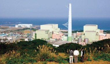 從市場角度來看,電力不足不一定要蓋新電廠,漲價使需求量降低也許反而是代價最小的做法。圖為興建中的貢寮核四廠。