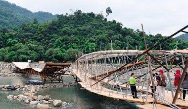 南藝大團隊的手工鋼橋後方,就是本屆綠博首度開放的秘境「大石鼓」。