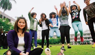 台灣最厲害的糖花高手。裴志偉(上圖左)