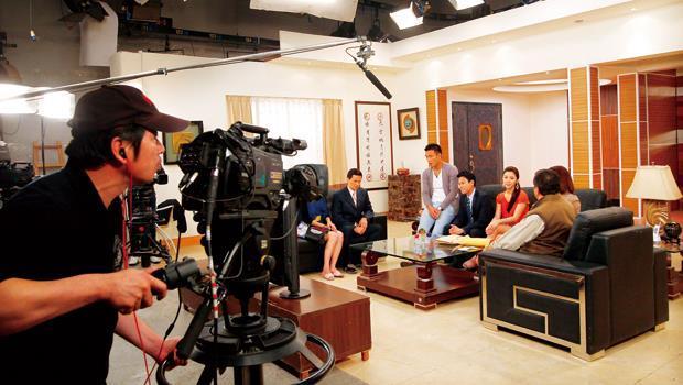 民視攝影棚常是24小時開機,而棚內三機拍攝快速產製,也是民視獲利提升關鍵。