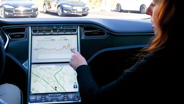 Telsa使用17吋觸控面板,取代汽車中控台。