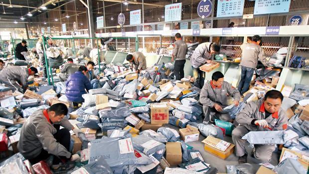淘寶去年雙十一交易數雖幾近翻倍,但物流業者出貨延誤、送錯貨也暴增,引起網民不滿。