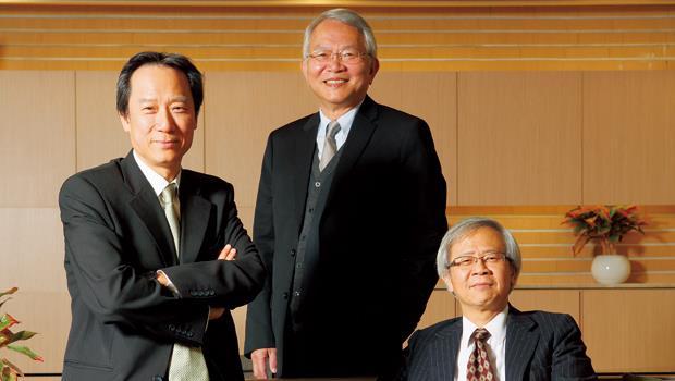 (右起)台灣大學副校長湯明哲、台大商學研究所副教授黃崇興、台大國際企業學系教授李吉仁
