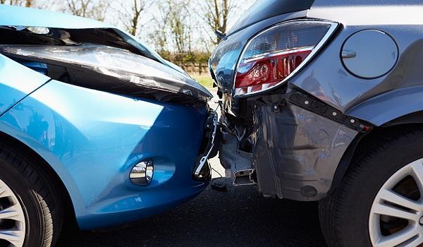 遇到車禍、塞車、爆胎,英文該怎麼說?