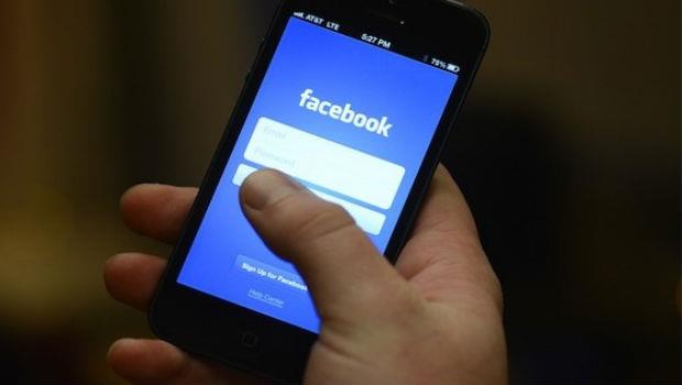 不想 Facebook 帳號又被盜,快去設定「警示系統」