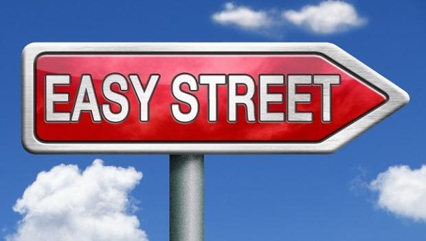 「Living on easy street」,住在一條容易的街?
