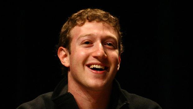 臉書CEO拖鞋加帽T》承認吧!員工其實都默默在跟老闆學打扮