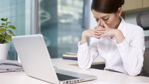 每天盯電腦「眼睛好霧」?中西醫推薦:4款養眼茶湯舒緩疲勞
