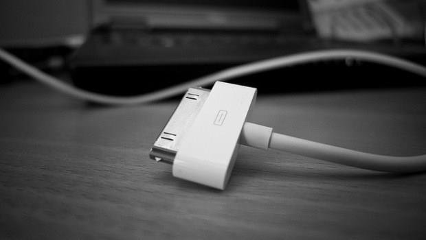 山寨充電器害iPhone爆炸,竟又是蘋果「厲害的設計」