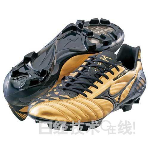 運動界神器》用這雙球鞋踢自由球 守門員再強也很難守住