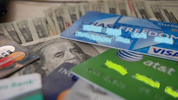 不理財又想變有錢?最多只能擁有一張信用卡 + 兩個銀行帳戶