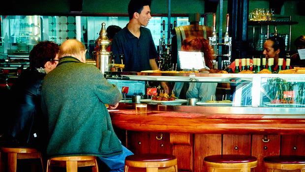 西班牙人說:酒吧地板上的垃圾越多,食物越好吃