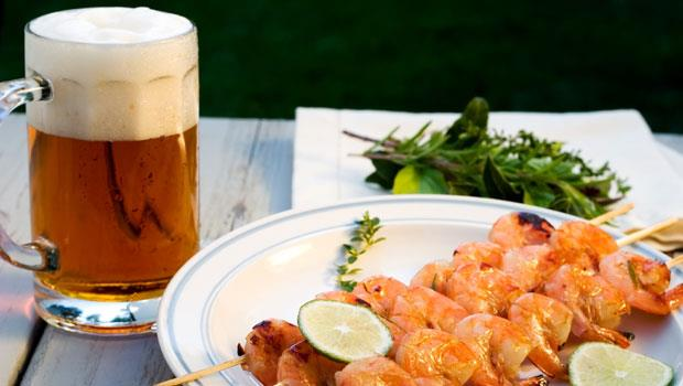 夏天吃海鮮配啤酒,會導致痛風?