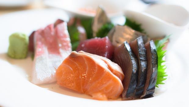 去吃到飽餐廳,最好別拿生魚片和生蠔