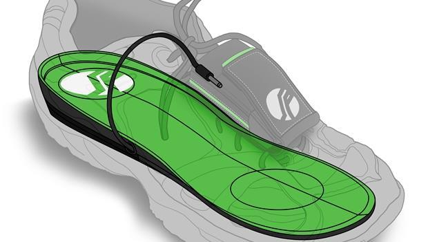 跟行動電源說拜拜!穿上這個鞋墊,只要走路就能充電