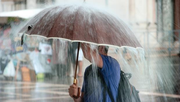 颱風天鄉民最關心的事...「放假」居然不是第一名!