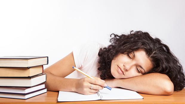學外文不再是夢魘,邊睡邊聽記得更牢?科學證實:有效喔!
