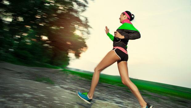 「餓肚子跑步」更能甩脂?破解4個運動迷思,千萬別再相信了!