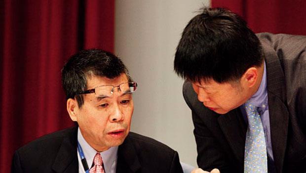 聯發科董事長 蔡明介(左)合併晨星,達到化敵為友、跨界整合兩大目的,也是台灣少見的「強強併」案例。