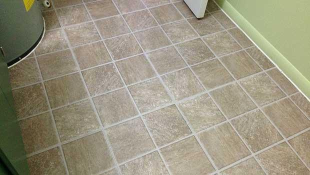 浴室地板的皂垢要怎麼去除?用這個,不傷瓷磚又超好用!