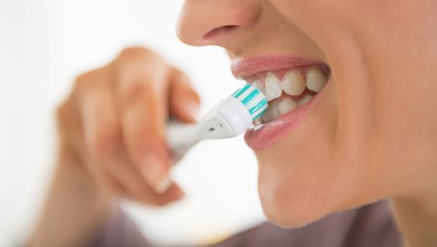 連電動牙刷都有「智慧型」?刷牙力道過大馬上警告你!