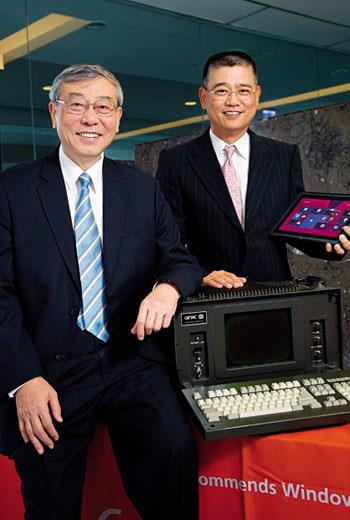 神基創辦人:苗豐強(圖左)、董事長:黃明漢(圖右);20年前神基做的軍用電腦(圖)1台21公斤重,隨著科技進步,現在軍人也拿平板了。