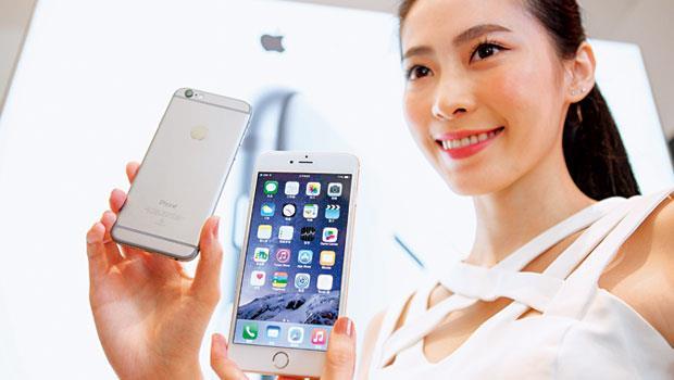 iPhone螢幕變大,而藍寶石屬於硬脆材料,原料品質和後段加工良率都更低,以致無法量產。