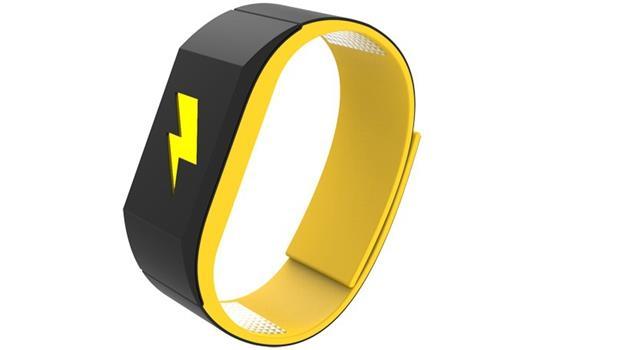 想克制自己工作時不開FB?只要戴這個手環,一開FB就「電擊」你!