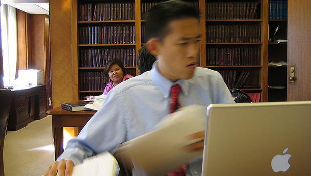 讓你坐到辦公桌前的兩分鐘內,立刻開始「高效率工作」的絕招!