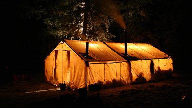 露營達人:買廉價的睡袋去露營?不如用自己家裡的棉被!