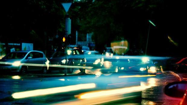 「每天花1小時通勤」英文該用spend還是take?