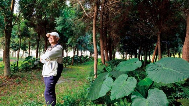 alive在樹園巧遇鄉土詩人吳晟。如果說,文字是吳晟的信仰,溪州就是孕育他文字的土壤