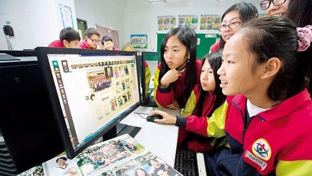強項客製》健豪讓小學生也能上網設計專屬畢冊,從小吃店到校園,越多個人化商品,它越賺。