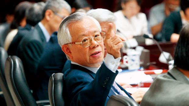 這是酸文》富人錢滾錢、年輕人難加薪的幕後推手,就是11A總裁彭淮南