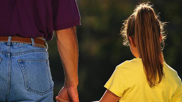 我的月薪3萬多,請全職保姆就要2萬...我應該辭職當全職爸爸/媽媽嗎?