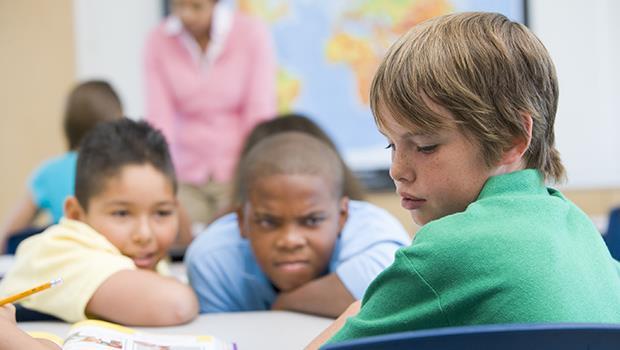 一個老師的告白:當我一直鼓勵學生發言的時候,沒想到竟成了班上助長霸凌的共謀...