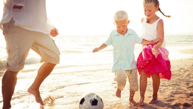 真假?最新調查:房價越高的地方,「男孩的父母們」幸福感也越低!
