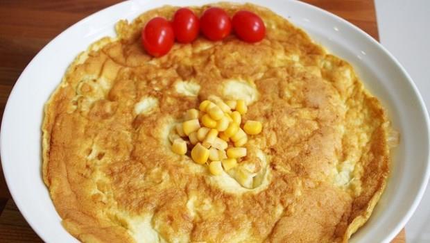 誰說烘蛋一定油!達人教你4步驟,做出低卡版美味玉米烘蛋