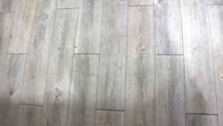 便宜一定沒好貨?塑膠地板、超耐磨木地板、磁磚,超級比一比!