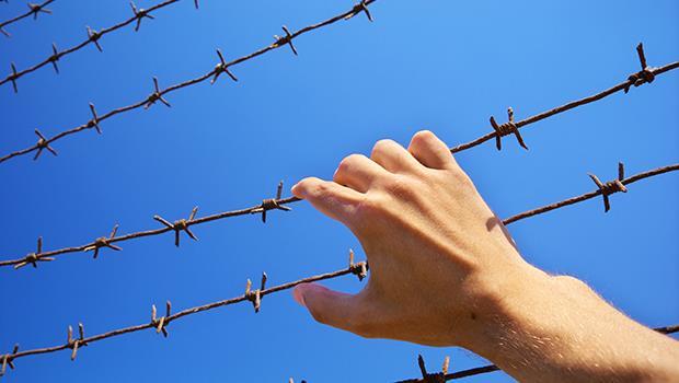 「認識內心的恨,並試著馴服它」因情殺入獄的知名律師,寫給孩子的懺悔信