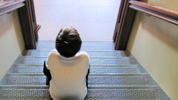 校園割喉案後,又剩一個小六生守後門...》每天都有新問題卻無法解決,竟是因為台灣人太有「正義感」?
