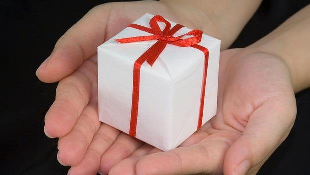 送禮要送到心坎裡!休假出國玩回來,12星座同事或主管適合哪種「伴手禮」?